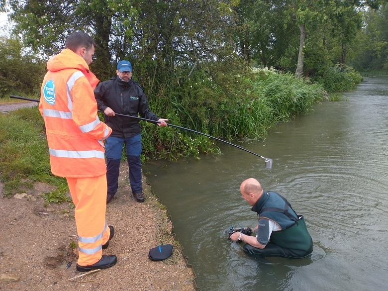 Volunteers braved the rain to take samples from the River Thames at the Oxford WaterBlitz